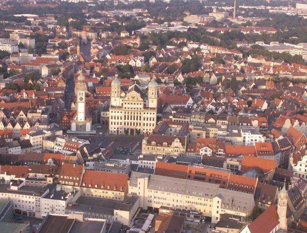 Augsburg Rathausplatz aus der Luft