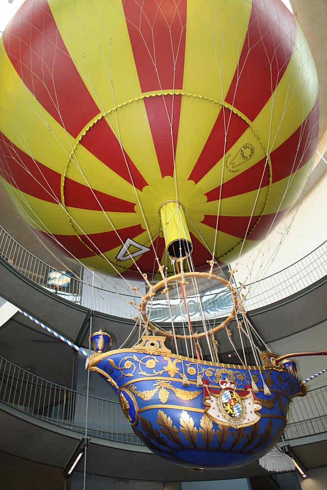 Der Nachbau des Ballons von Baron Lütgendorf im Ballonmuseum Gersthofen