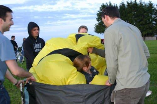 Teamevent als Teambuilding - jeder muß ampacken beim Ballon Auf- und Abbau!