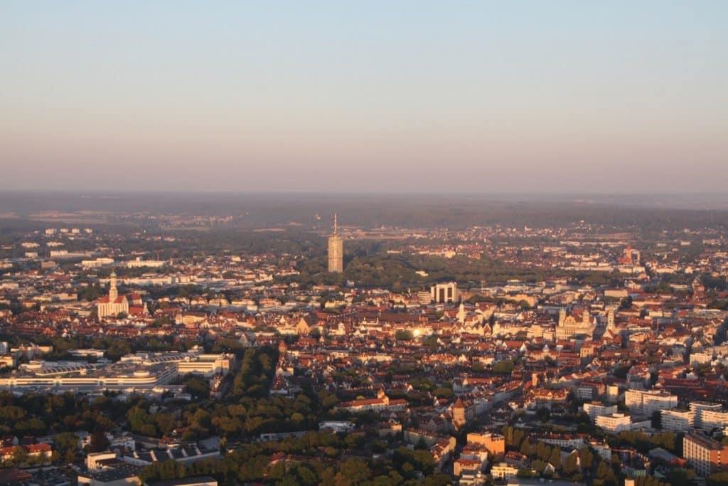 Ballonfahrt vom Wohnort aus - hgier Start in Stadtbergen, westlich von Augsburg aus.