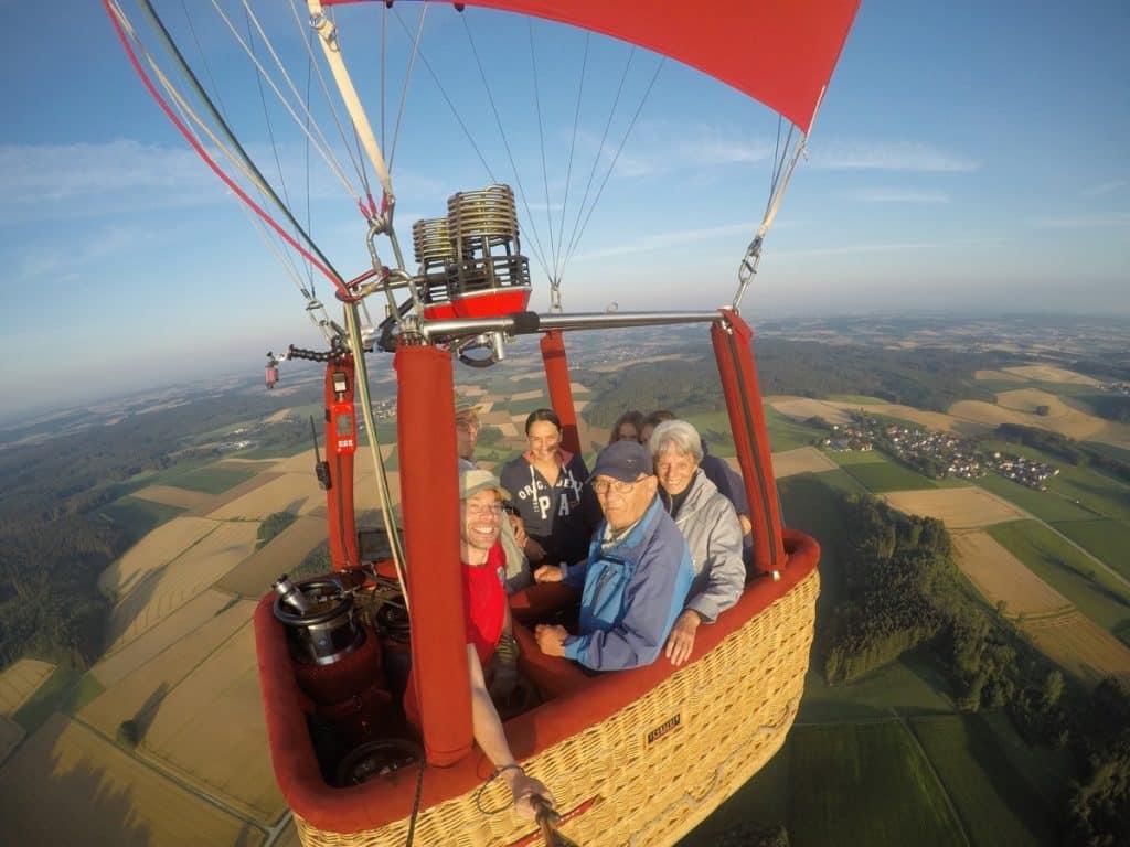 Ihr Ballonpilot Nils Römeling von 'Ballonfahrten Augsburg' nimmt Sie gerne im Ballonkorb mit!